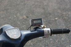 画像2: デジタルタコメーター (PET-2000DXR) 難しい配線は一切不要!:6v&12V使用可・ピークホールド付 セッティング・レースなどにも最適!  (2)