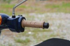 画像2: カスタムグリップセット [ブラウン] スーパーカブ110/50(JA44/AA09型専用)  (2)