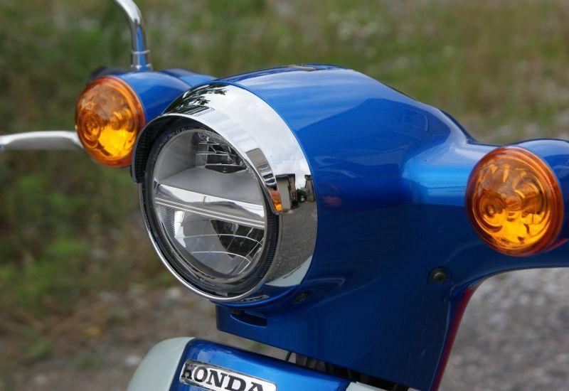 画像1: ミニバイザー付ヘッドライトリム [2018年以降のカブ110/50全車に適合]  (1)